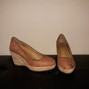 "Bass ""Karlie"", cork wedge heels. 7M LNC"
